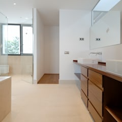 Mobiliario del baño: Baños de estilo  de Otto Medem Arquitectura S.L