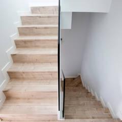 RESIDENCIAL MAESTRE RACIONAL: Escaleras de estilo  de Bosch Arquitectos Arquitectura y Urbanismo S.L.P.