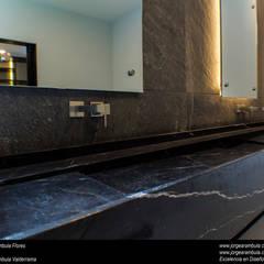 Casa N1: Baños de estilo  por Excelencia en Diseño