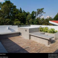Terrazas en el techo de estilo  por Excelencia en Diseño