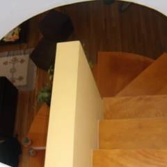 LOFT´ S GREEN WALLS de GR Arquitectura Moderno Madera Acabado en madera
