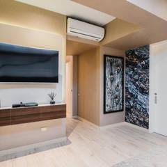 PROYECTO WA : Dormitorios de estilo  por Luis Escobar Interiorismo, Moderno