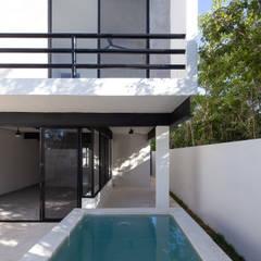 Casas pequeñas de estilo  por studio arquitectura | Despacho de arquitectos | Cancún