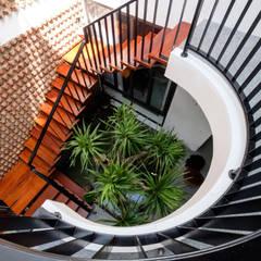 PH - House:  Cầu thang by Mét Vuông,