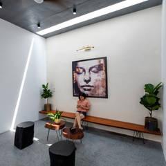Aparatos electrónicos  de estilo  por Mét Vuông