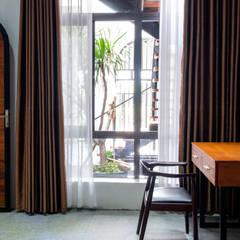 Cuartos pequeños de estilo  por Mét Vuông