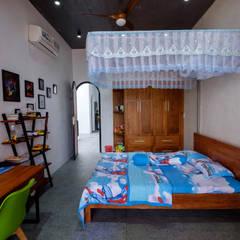 Small bedroom by Mét Vuông