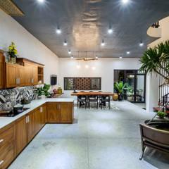 Muebles de cocinas de estilo  por Mét Vuông