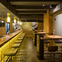 REBERBAR pub interior: Бары и клубы в . Автор – YUDIN Design,