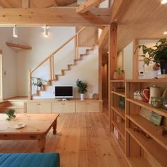 Salas / recibidores de estilo  por 田村建築設計工房