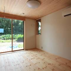 ちょうどイイ家: 田村建築設計工房が手掛けた寝室です。