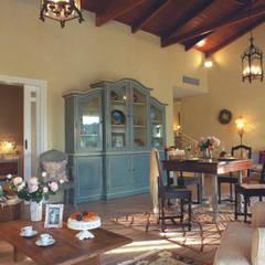 Living & Dining Room: Sala da pranzo in stile  di siru srl
