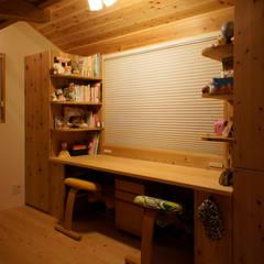 غرفة نوم بنات تنفيذ 一級建築士事務所 ネストデザイン
