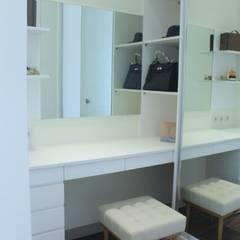 Dressing room by POWL Studio,
