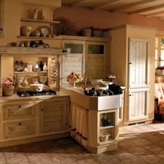 Giulietta di oggi finitura Cotone: Cucina attrezzata in stile  di Zappalorto