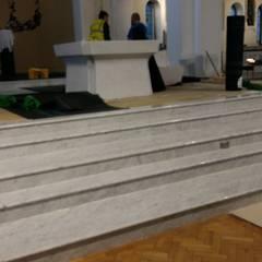 Church in Ireland - White Carrara C: Scale in stile  di INDAMAR SRL