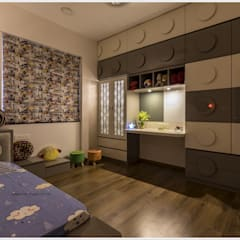 Kid's room:  Small bedroom by GREEN HAT STUDIO PVT LTD