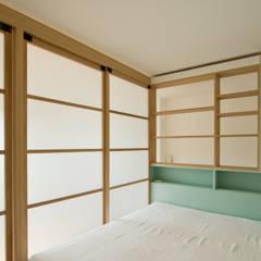 Box in Box - monolocale a Milano: Camera da letto in stile  di Fo.Ca studio
