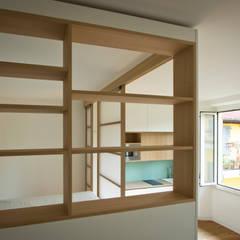 Box in Box - monolocale a Milano: Ingresso & Corridoio in stile  di Fo.Ca studio