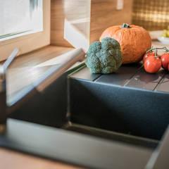 KOKTAJL W ZŁOCIE: styl , w kategorii Kuchnia na wymiar zaprojektowany przez KODO projekty i realizacje wnętrz