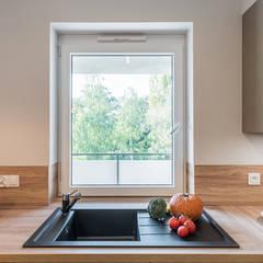 Built-in kitchens by KODO projekty i realizacje wnętrz