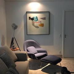 Salas de estilo moderno de Maria Laura Coelho Moderno