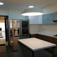 Departamento JESP: Muebles de cocinas de estilo  por Soluciones Técnicas y de Arquitectura ,