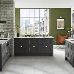 Traditional kitchen:  Kitchen units by STAAC