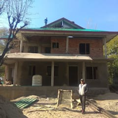 RESIDENTIAL PROJECT HIMACHAL PRADESH:  Small houses by Kapilaz Space Planners & Interior Designer