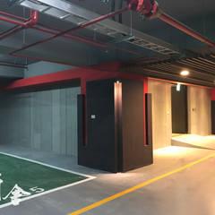 Garage prefabbricato in stile  di 研舍設計股份有限公司