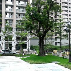 Casas multifamiliares de estilo  por 研舍設計股份有限公司