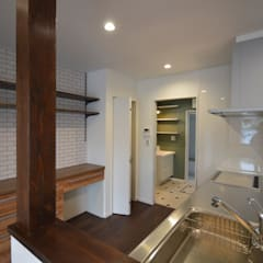 Built-in kitchens by Home Plan Kiyotake 一級建築士事務所 ㈱清武建設