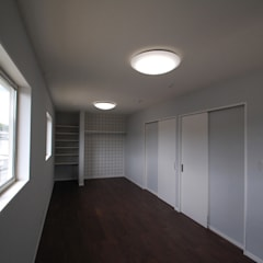 Teen bedroom by Home Plan Kiyotake 一級建築士事務所 ㈱清武建設
