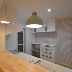 福岡・宗像市・注文住宅・工務店のオーガニックな木の家 ホルムアルデヒドを削減した家: Home Plan Kiyotake 一級建築士事務所 ㈱清武建設  が手掛けたキッチンです。