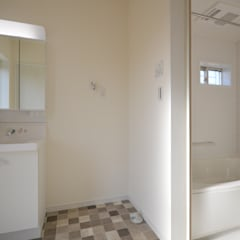 福岡・宗像市・注文住宅・工務店のオーガニックな木の家 ホルムアルデヒドを削減した家: Home Plan Kiyotake 一級建築士事務所 ㈱清武建設  が手掛けた浴室です。