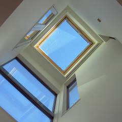 神奈川で建てた1000万円台の3階建てローコスト住宅: 滝沢設計合同会社が手掛けた窓です。