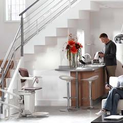 Elevadores de escadas: Escadas  por Stannah ,Moderno