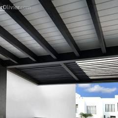 Pérgolas minimalistas en madera: Terrazas de estilo  de NavarrOlivier