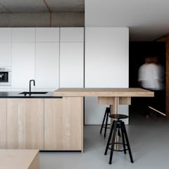 :  Kitchen by l i n e a r c h i t e c t s
