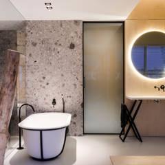 :  Bathroom by l i n e a r c h i t e c t s