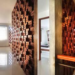 Pasillos y vestíbulos de estilo  por Mandalananta Studio