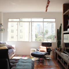 Sala de Estar e TV: Salas de estar  por Studio Elã