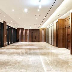 B1F Hall: 피투엔디자인  _____  p to n design의  호텔