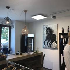Oficinas y Tiendas de estilo  por Licht-Design Skapetze GmbH & Co. KG