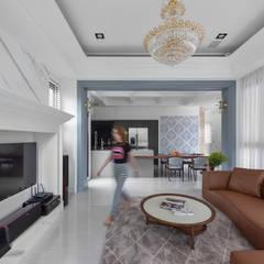 Ruang Keluarga oleh 禾廊室內設計