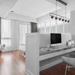 Oficinas de estilo  por 禾廊室內設計,