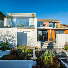 Terrace house by STAAC, Mediterranean