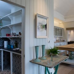 Walk-in larder for Provence-style kitchen:  Kitchen by CLPM Ltd Construction Project Consultancy