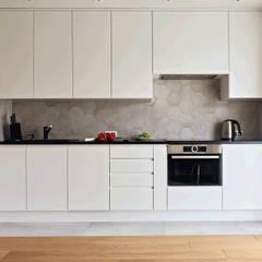 Kuchnie: styl , w kategorii Aneks kuchenny zaprojektowany przez INNA - Manufaktura Wnętrz