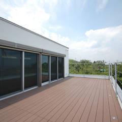 白い箱型の家 新築注文住宅施工事例 福岡市東区㈱清武建設一級建築士事務所: Home Plan Kiyotake 一級建築士事務所 ㈱清武建設  が手掛けたベランダです。